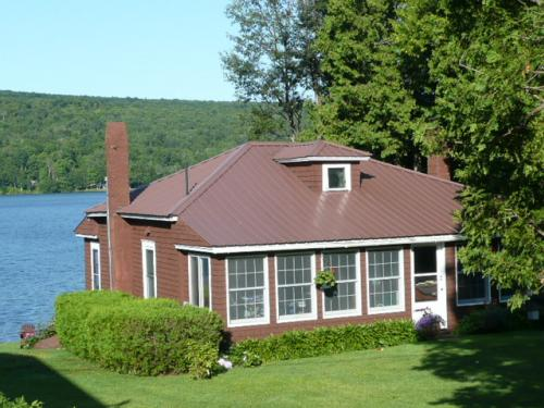 SOLD: Charming Cottage on Lower Chateaugay Lake