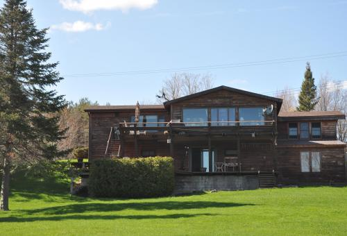SOLD: Year Round Home with Panoramic Views